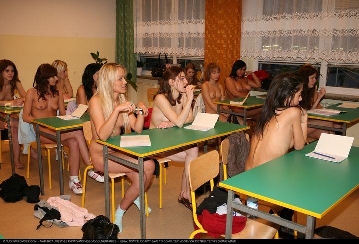 фото голышом на уроке