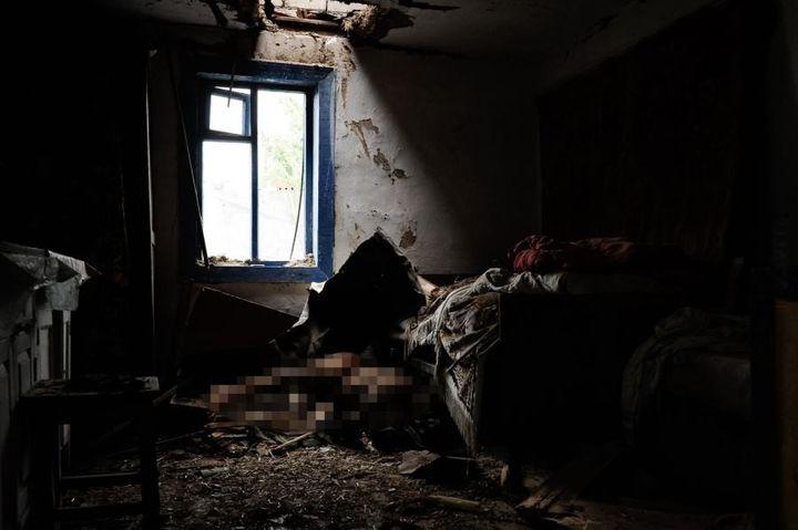 Ciało z boeinga przebiło dach domu emerytki !