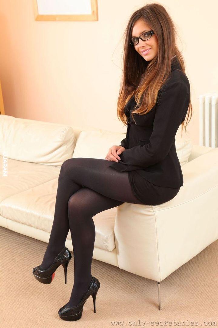 трусики секретарши в черных колготках фото