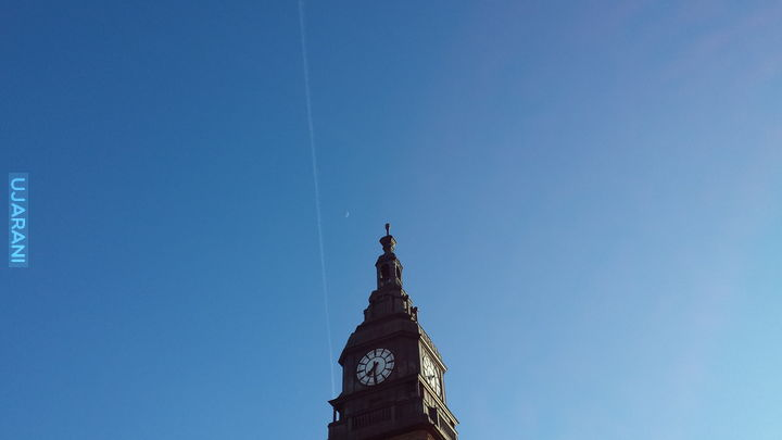 Mini księżyc nad Hauptbahnhof Hamburg