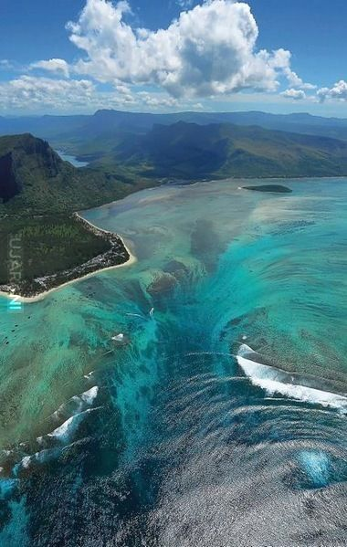 Zlało się do środka, Mauritius
