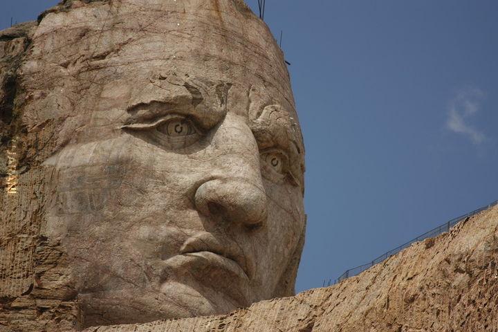 """Pomnik Indiańskiego wodza Crazy Horse""""a - twórca pomnika Korczak Ziółkowski"""