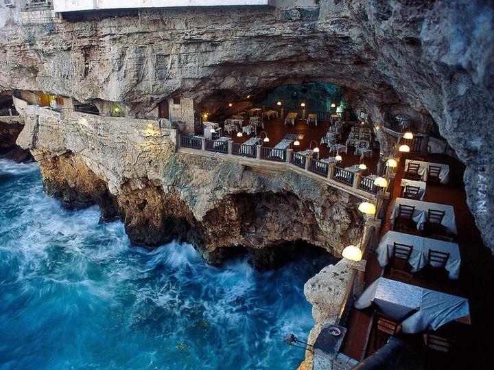 Grotta Palazzese, Apulia, Włochy.