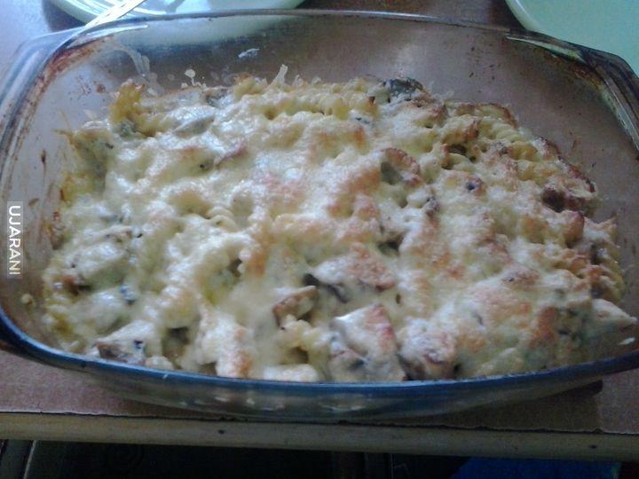 Zapiekanka makaronowa z kurczakiem i pieczarkami -_-