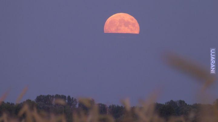 'Truskawkowa' Pełnia Księżyca