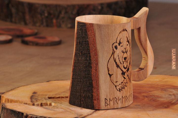 Kufel z niedźwiedziem i runami