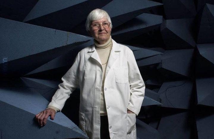 Eleanor R. Adair i mikrofale