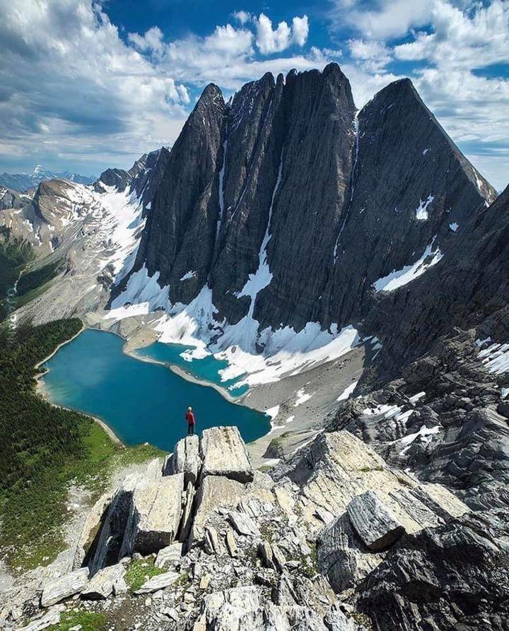 Górskie widoki w Parku Narodowym Kootenay w Kanadzie