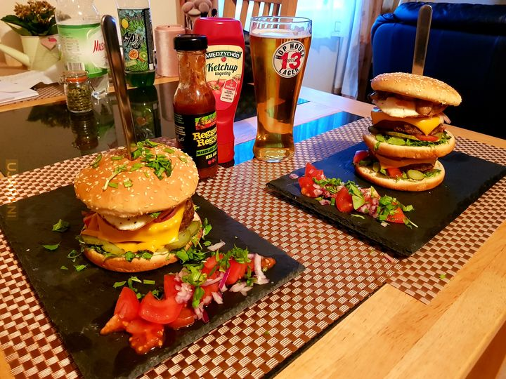 Burger dla niej i dla niego...