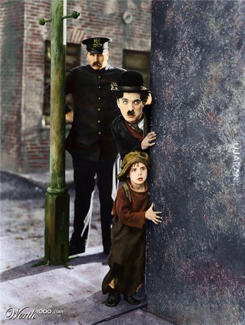 """Kadr pokolorowany z filmu Chaplina pt """"Brzdąc"""" 1921 rok"""