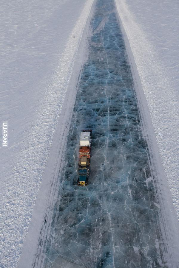 Lodowa droga na Alasce.
