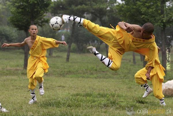shaolin soccer pamięta ktoś :)
