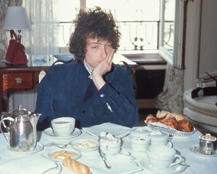 Bob Dylan znudzony śniadaniem
