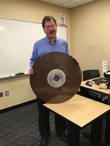 Nauczyciel kupił dysk 50 MB