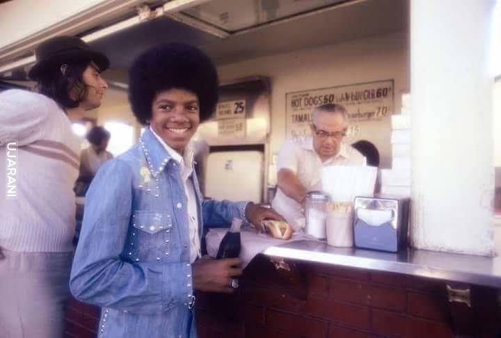 Michael Jackson kupuje Hot Dog-a