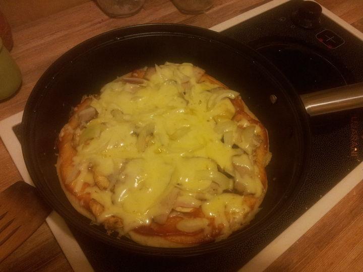 Studencka pizza z patelni -_-