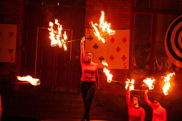 Po ciemku - zabawy z ogniem