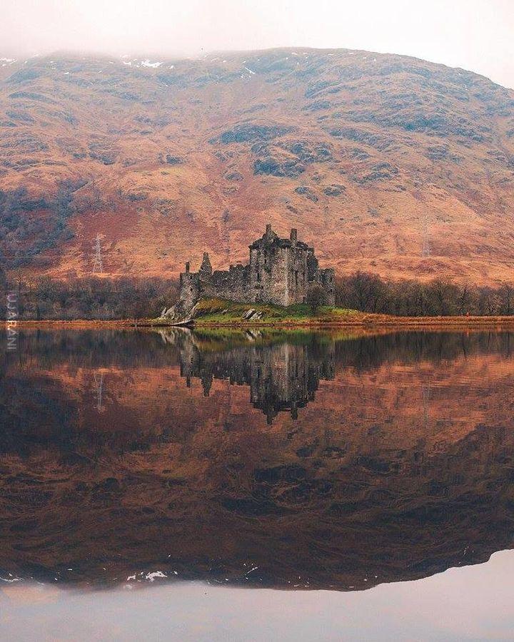 Ruiny zamku Kilchurn Castle nad jeziorem Awe (Szkocja)