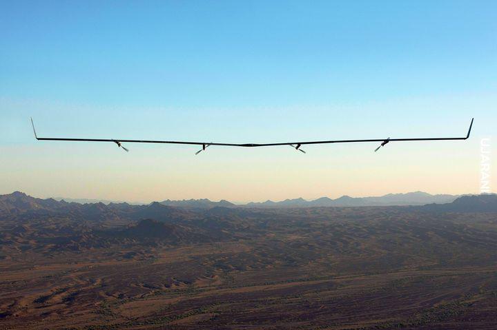 Dron na energie słoneczną odbija Wi-Fi