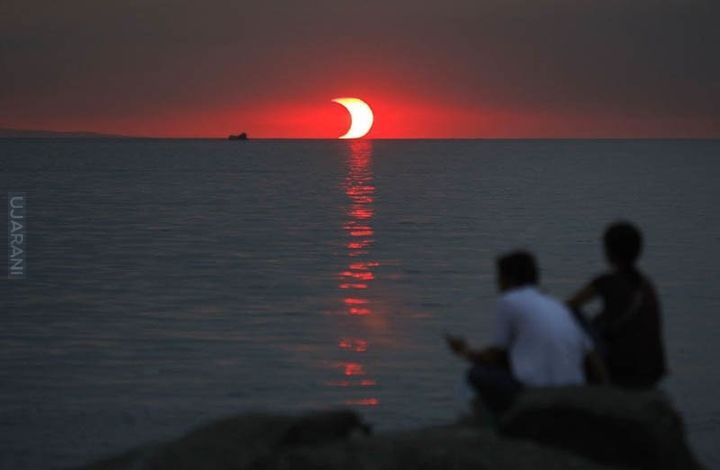 Zaćmienie i zachód słońca