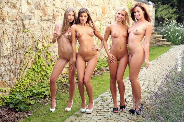 Девки голые онлайн фото
