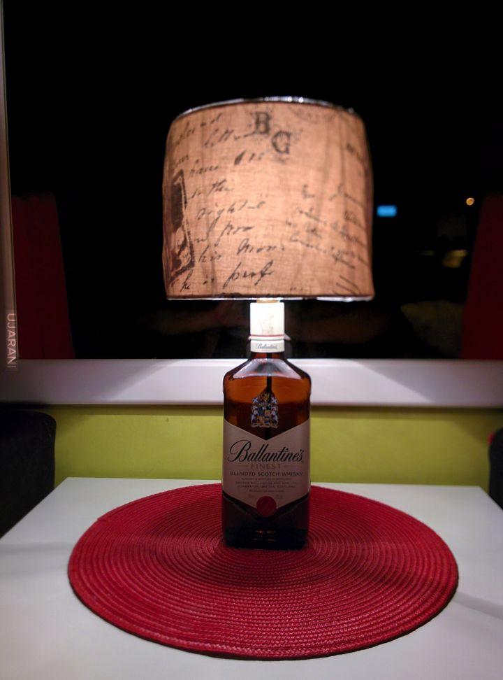 Własnoręcznie wykonana lampka nocna z butelki