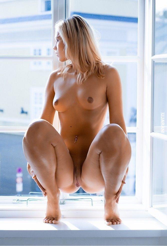 фото голая женщина сидя которую поляки
