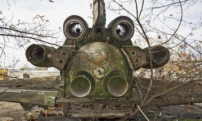 W Rosji w lesie znajduje się opuszczony Buran prototyp z drewna