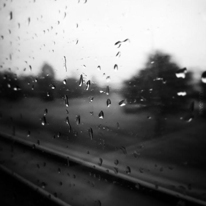 """""""To deszcz opowiada tysiące dni""""."""