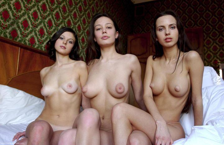 Фото голых сисек мамы