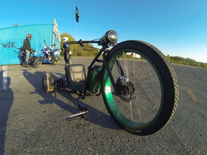 Big wheel drift trike.