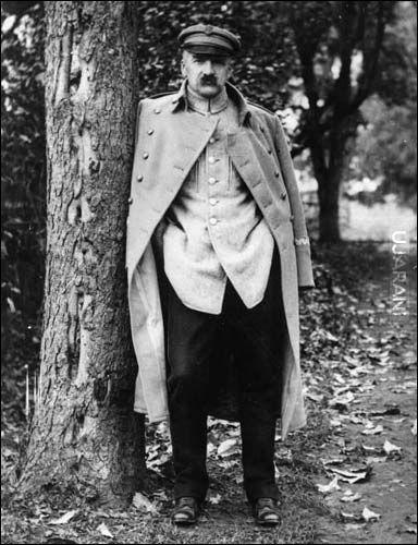 """""""Choć nieraz mówię o durnej Polsce, wymyślam na Polskę i Polaków, to przecież tylko Polsce służę."""" - Józef Piłsudski"""