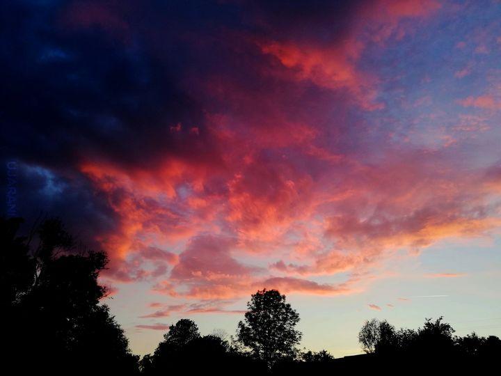 Czasami patrzę w niebo, by nie czuć się jak dnia każdego...
