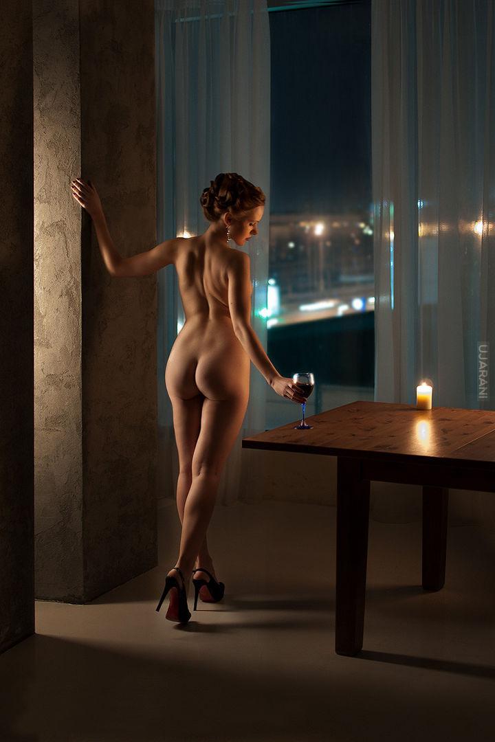 Kieliszek wina przy świecy