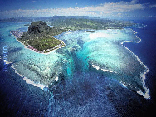Podwodny wodospad.