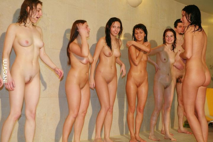 Личное видео девчонок голые в обществе