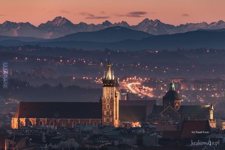 Kościół Mariacki w Krakowie na tle Tatr