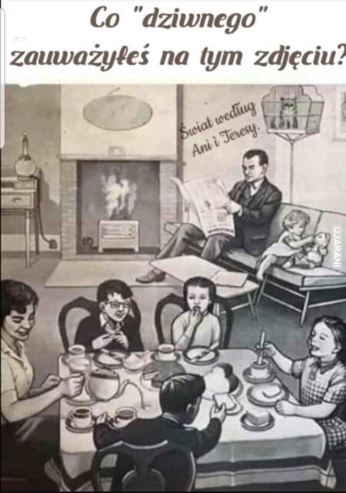 Rodzina rozmawia przy stole. Nikt nie używa telefonu.