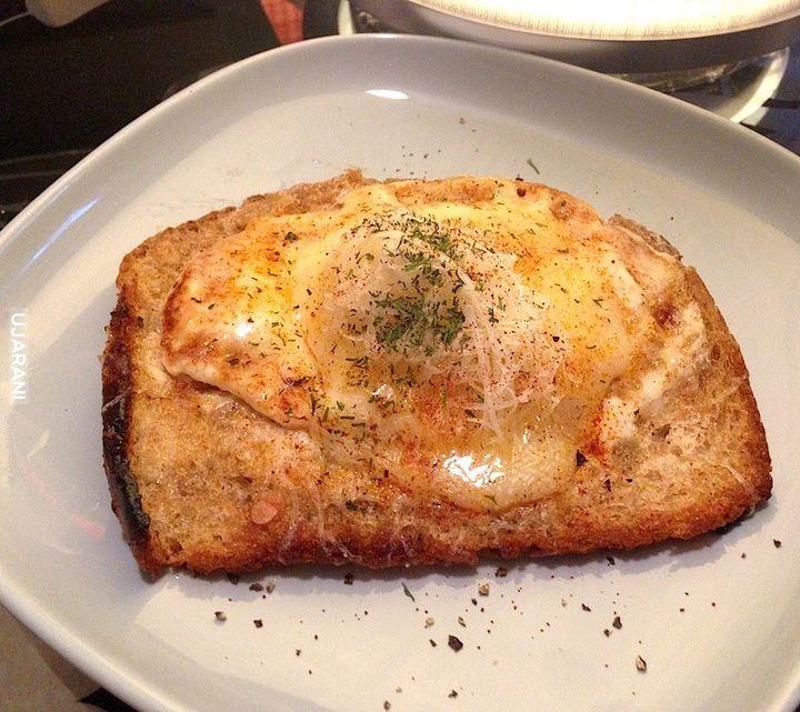 Tost z jajkiem i serem