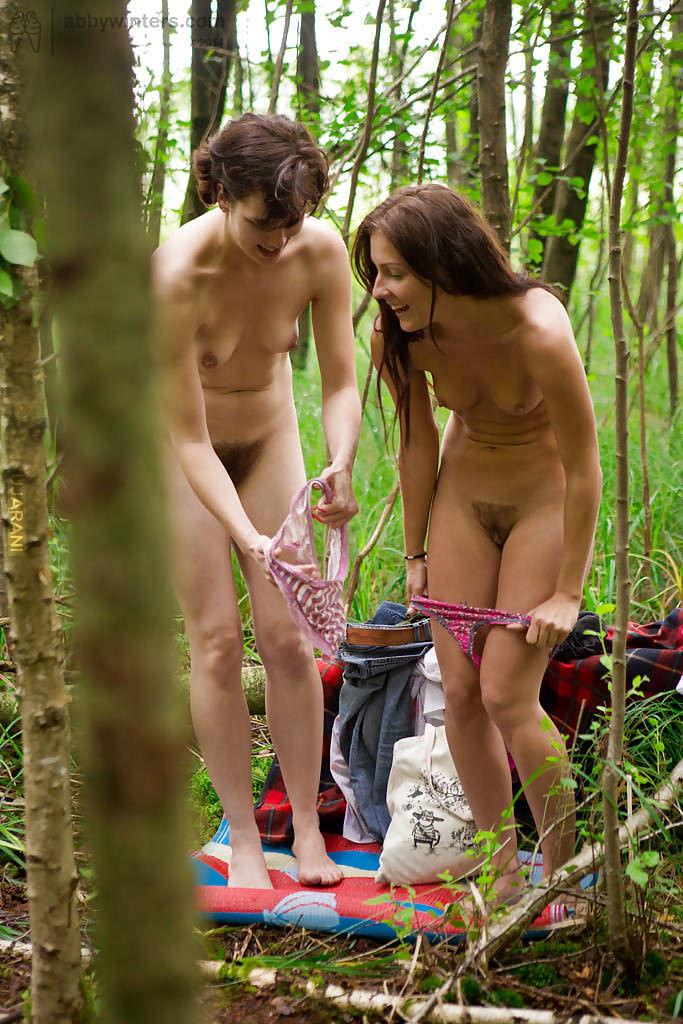 Подсмотрели за голыми девчатами #2