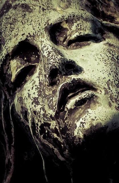 Rzeźba z cmentarza Montmartre