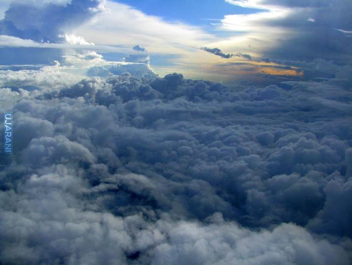 glowa w chmurach