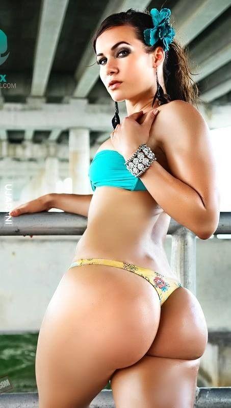 Latina babe with a big ass Joyce Oliveira shows her sexy big butt  1447240
