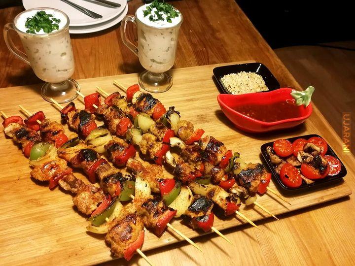 Kurczak Satay z warzywkami i sosem ze świeżego chrzanu i szczypioru chińskiego!