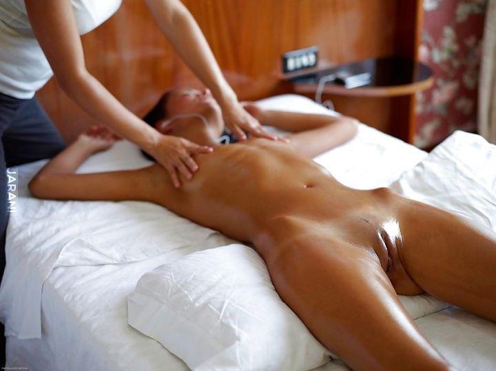 массаж для интимных зон девушке с маслом видео этим