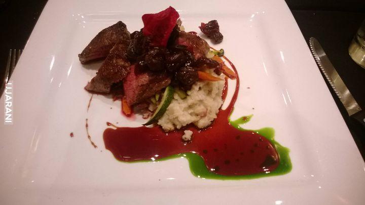 Stek z Wapiti z sosem wiśniowym