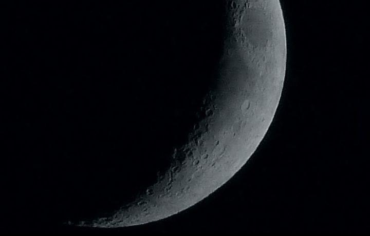 Sierp Księżyca dwa dni po nowiu