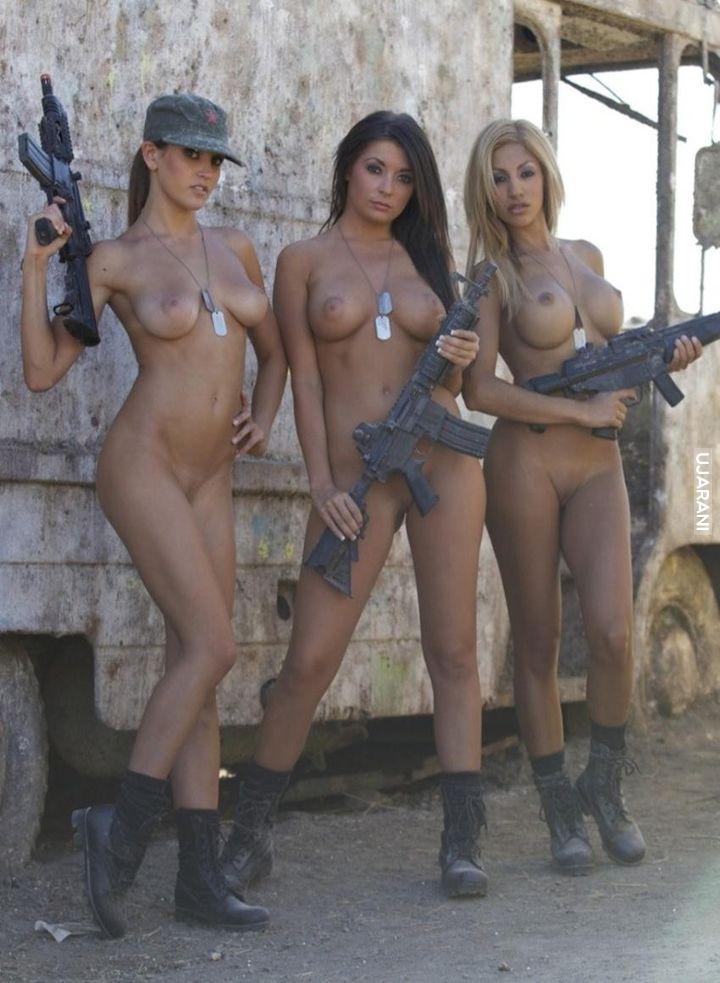 Фото девушки голые военные