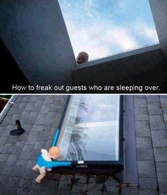 jak wystraszyć gości,którzy za długo śpią