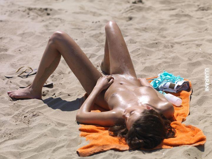 фото загорают на текстильном пляже не стесняясь - 12